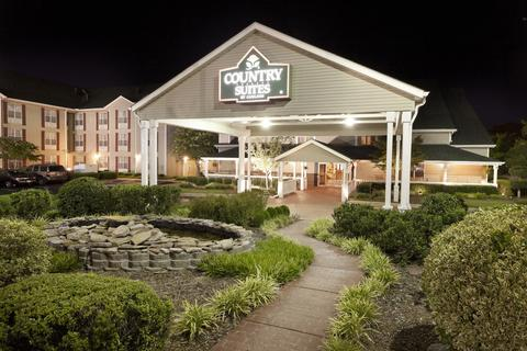 2631759-Country-Suites-By-Carlson-Chattanooga-at-Hamilton-Place-Mall-TN-Hotel-Exterior-2-DEF